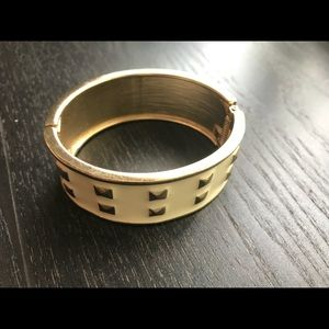 Brand new bracelet without price tag.